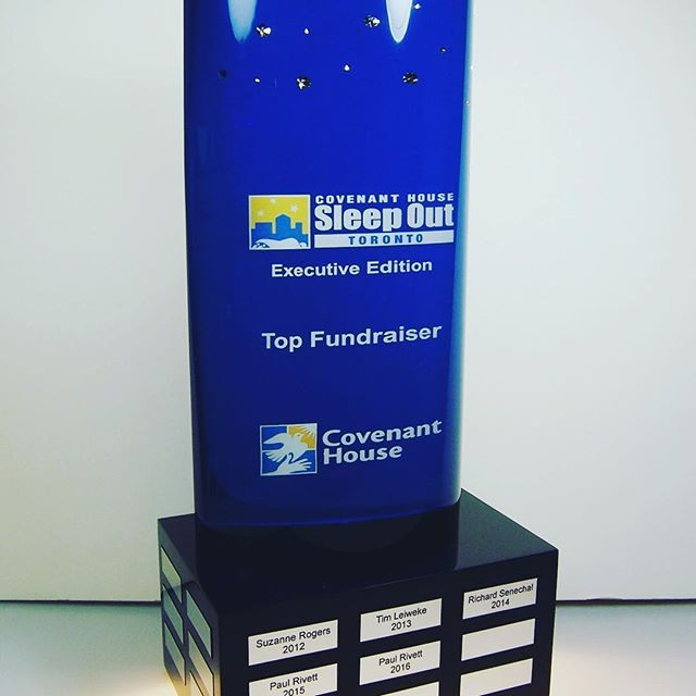 The @covenanthousetoronto Sleep Out Award goes to executives who sleep outside overnight to bring attention to homelessness. We embedded @Swarovski crystals in the top of the award to represent the night sky ✨  .  .  .  .  .  #clearmount #lucite #acrylic #madeincanada #clearmountinthewild #torontomade #investinquality #casestudies