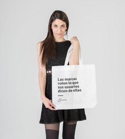 bolsas de tela asas largas impresas #bolsas #comercio #tst #tejidosintejer #nonwoven #bolsasreutilizables #bolsasreciclables #bolsasecologicas #madeinspain #fabricadoenespaña #hechoenespaña #emprendedores #emprendimiento #emprender