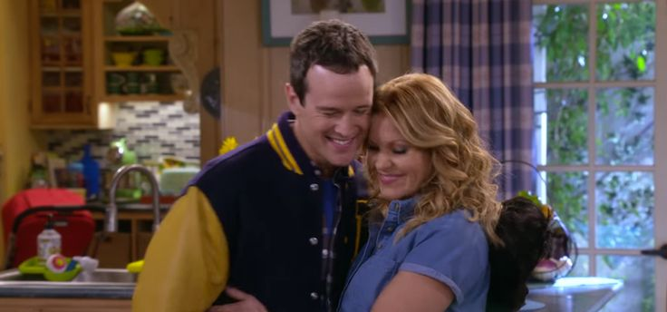 Steve & D.J. Reunite In The 'Fuller House' Trailer, But Their Romance Probably Won't Last — VIDEO