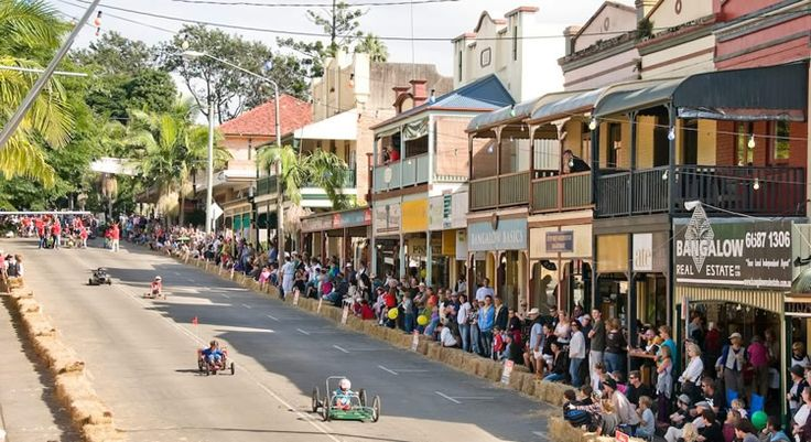 Bangalow (NSW) is a historical village around 10 minutes' drive west of Byron Bay with a population of approximately 1,000 people. The main street features historic buildings, cafes and restaurants as well as a friendly pub with plenty of interesting antique, craft and specialty shops.