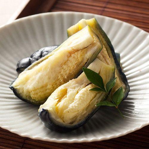 大阪泉州、岸和田に店舗を構え、直営農園で栽培した水なすを昔ながらの製法を守り、職人の確かな技で本物の美味しさを追求し続けています。泉州産水茄子を使用。サクッとさわやかで新鮮な食感と、ほのぼのとしたやさしい甘みを感じる味わいは、旬茄自慢の逸品です。