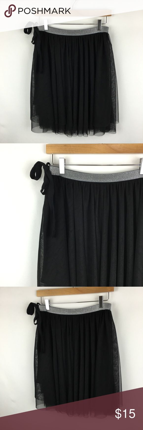 H&M Divided skirt sz 8 H&M Divided skirt sz 8. Gently worn in great condition. Divided Skirts Mini