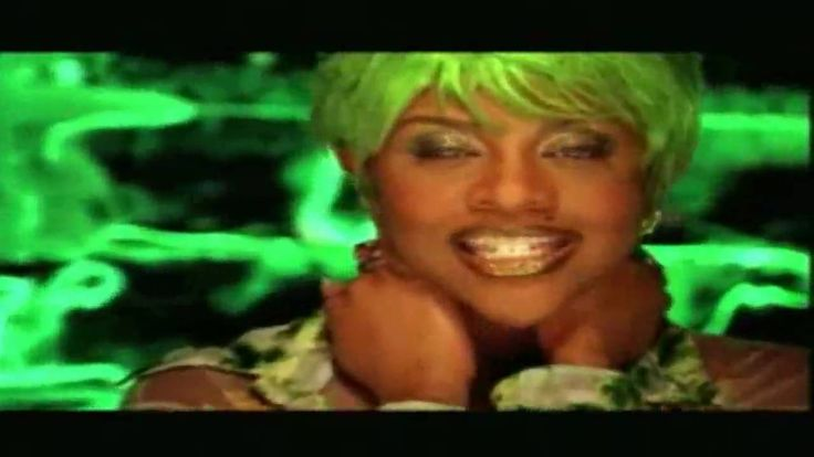 Lil' Kim feat. Lil' Cease - Crush On You. What the hell happened to Lil' Kim's face recently?