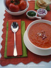 En realidad esta  receta no es una sopa. Es más bien una crema espesa de tomate. La receta es inglesa, me la dio Sheilla hace muc...