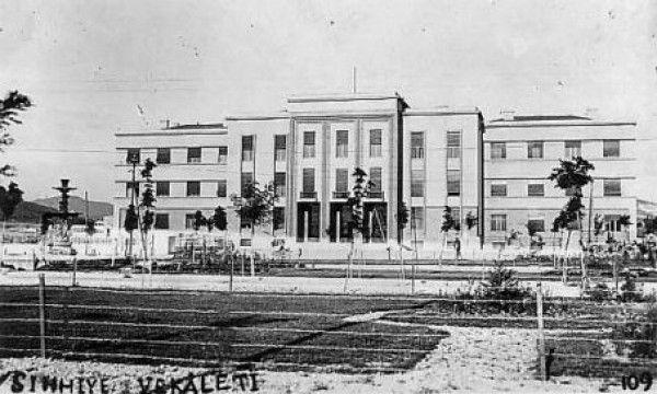 Sıhhiye Meydanı - Sıhhiye Vekaleti (Sağlık Bakanlığı) Binası Eski Ankara Fotoğrafları 1