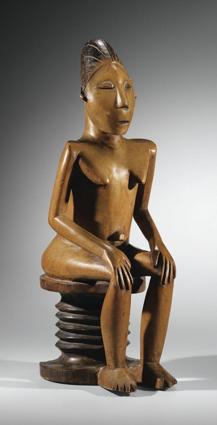 Statue, Mangbetu, République Démocratique du Congo FIGURE, MANGBETU, DEMOCRATIC REPUBLIC OF THE CONGO haut. 57 cm