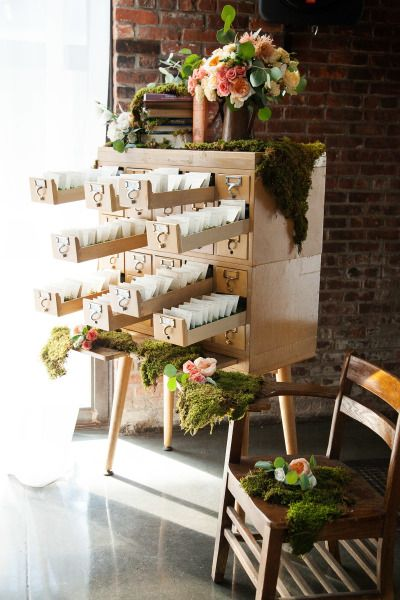 Place card holder: http://www.stylemepretty.com/2014/09/11/library-inspired-wedding/ | Photography: Photo Pink - http://www.photopink.com/