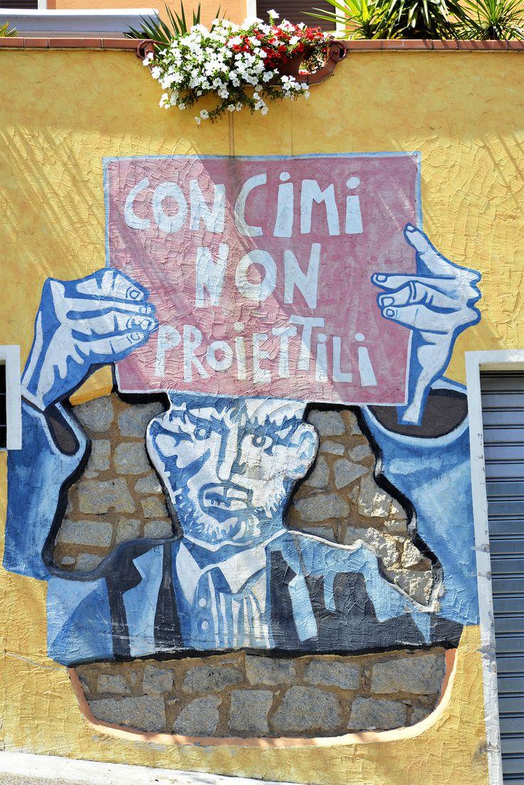 Le petit village d'Orgosolo en Sardaigne regorge de peintures contestataires, un style différent de street art !
