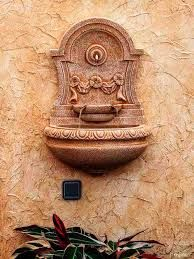 Resultado de imagen para jardines con fuentes de agua adosadas a la pared                                                                                                                                                      Más