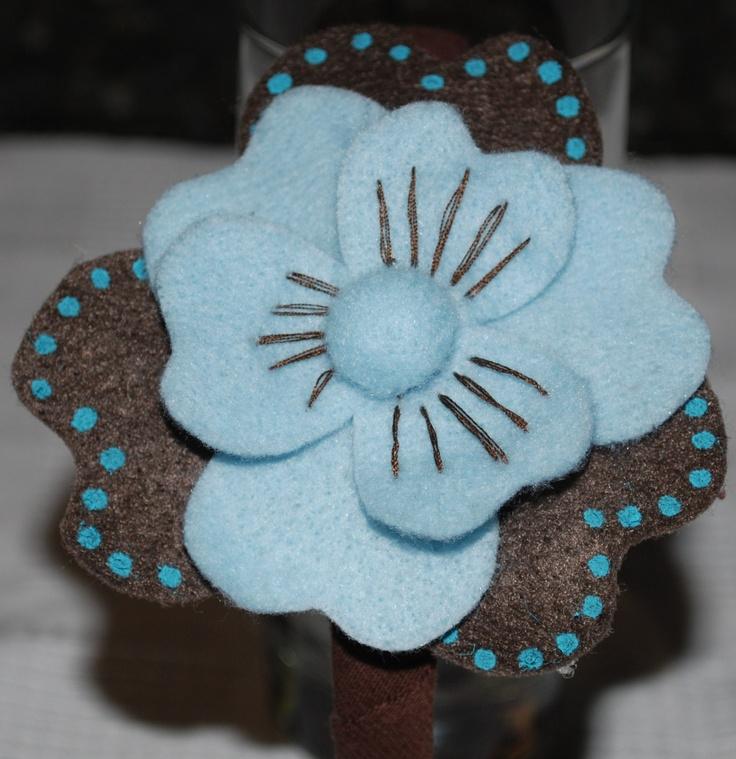 Flor realizada en fieltro