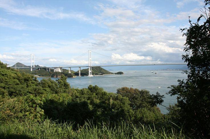 【愛媛県 芸予要塞小島】名前の通り周囲約3kmほどの小さな島で、山中に設けられた砲台や赤煉瓦の兵舎、火薬庫などの施設やNHKスペシャルドラマ「坂の上の雲」のロケで使用された28サンチ榴弾砲のレプリカが港前に設置されています。 http://iyokannet.jp/corporate/spot/detail/place_id/3277/ #Ehime_Japan #Setouchi
