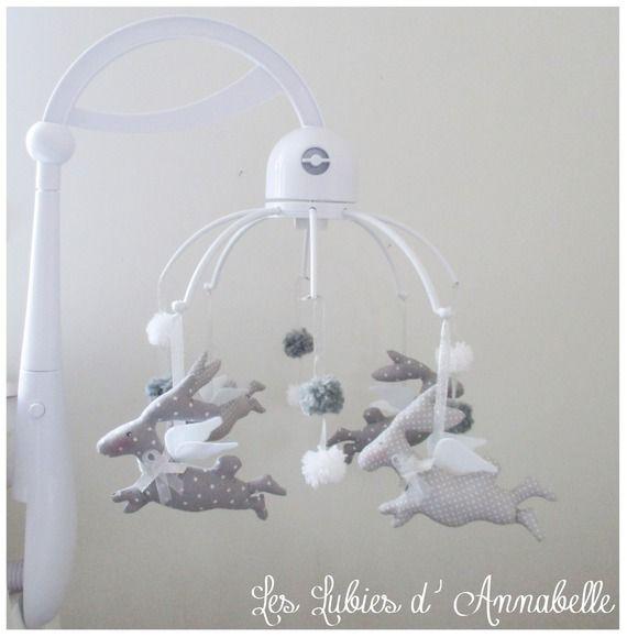 Mobile musicale de lit bébé complet gris et blanc modèles lapin ange Tilda