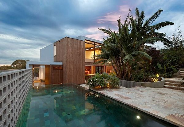 Contemporary Flipped House in Sydney, Australia with Swimming Pool, Photo  Contemporary Flipped House in Sydney, Australia with Swimming Pool Close up View.