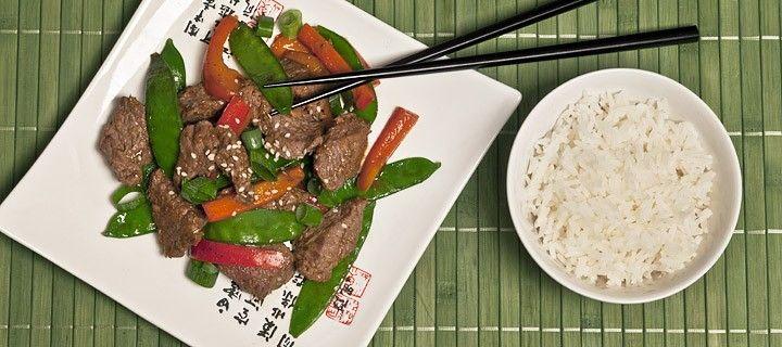 Lekker en gezond oosters gerecht met biefstukreepjes, peultes en paprika