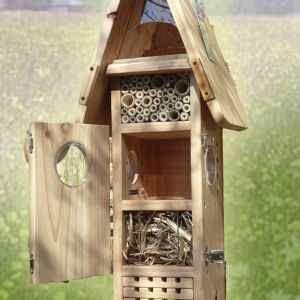 Cosa sono gli insetti utili e perché mai dovremmo avere una cassetta per loro nel nostro giardino o sul nostro balcone?