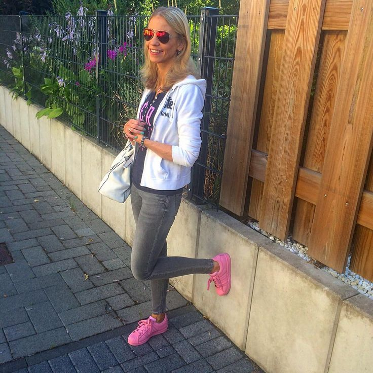 Friday Outfit ☀️ #ootd #misterspex #polarizedsunglasses #hollister #aeropostale #mango #mangojeans #adidas #superstars #supercolor #lightpink #YESadidas #tgif #workday #style #michaelkors #zalando