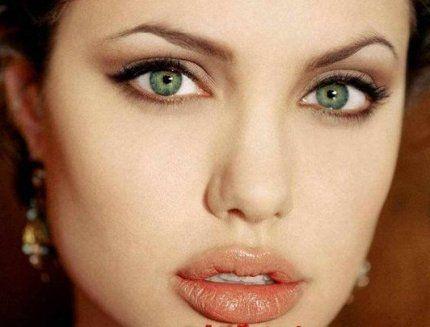 Самый редкий цвет глаз – зеленый. Всего 2% населения Земли имеют зеленые глаза.
