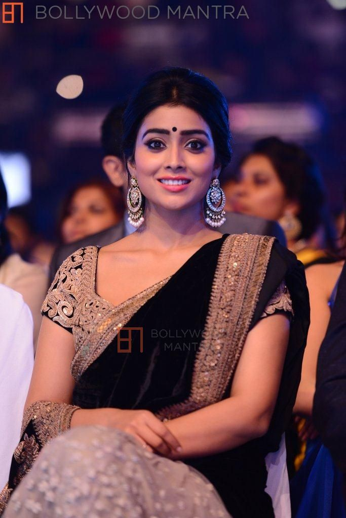 Shreya Saran in black saree South Indian International Movie Awards 2014