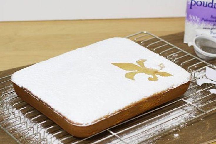 La schiacciata alla fiorentina è una ricetta originale tipica della tradizione toscana, una soffice torta ideale da gustare come finepasto goloso o a colazione.
