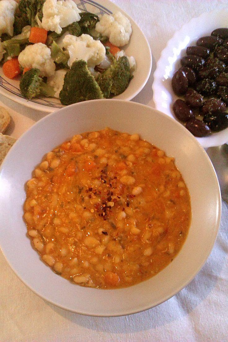 Greek bean soup - Fasolada (the traditional recipe)