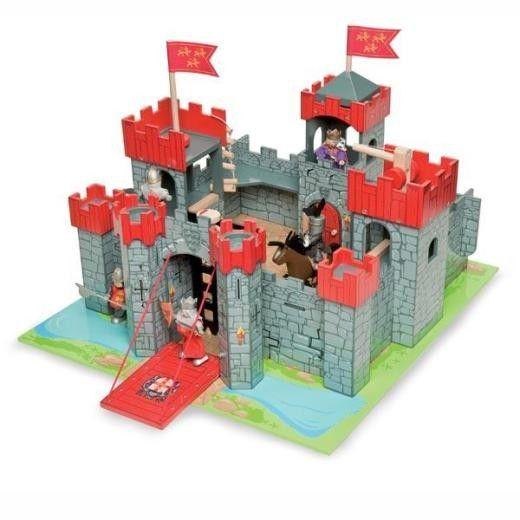 Castillo de juguete de madera grande en El País de los Juguetes