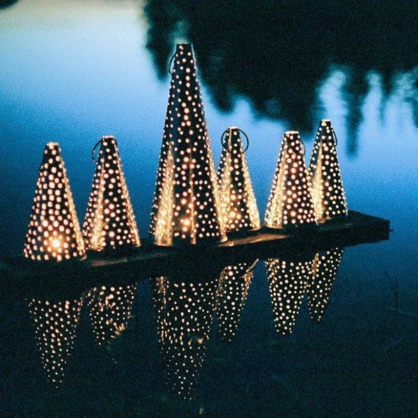 Traditional Finnish lanterns that women used to keep under their long skirts in cold churches, perinteisiä pohjalaisia lyhtyjä, joita naiset käyttivät pitkien hameiden alla lämmittiminä kirkossa.