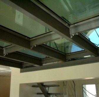 Sol transparent installez un carrelage en verre for Agrandir fenetre sous sol