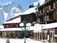 Place piétonne, des commerces à proximité, voilà deux atouts de la Résidence La Muzelle à Venosc, à proximité des 2 Alpes.   Les appartements sont totalement rénovés et équipés pour des séjours au ski des plus agréables. http://www.snowtrex.fr/france/les_2_alpes/residence_la_muzelle_%28prix_preferentiel%29/hebergements.html#