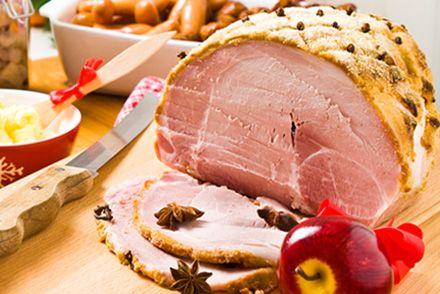 Griljerad skinka avnjuts så väl till jul som påsk. Att griljera är enkelt, och du kan koka julskinkan själv eller köpa färdigkokt. Här är våra goda recept!