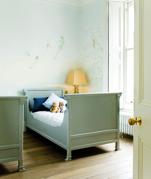 Oh I love the peter pan painted on the wall! This is what I want deagan's room to look like!