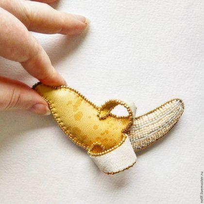 """Броши ручной работы. Ярмарка Мастеров - ручная работа. Купить Брошь """"Банан"""". Handmade. Желтый, вышитая брошь, кожа"""