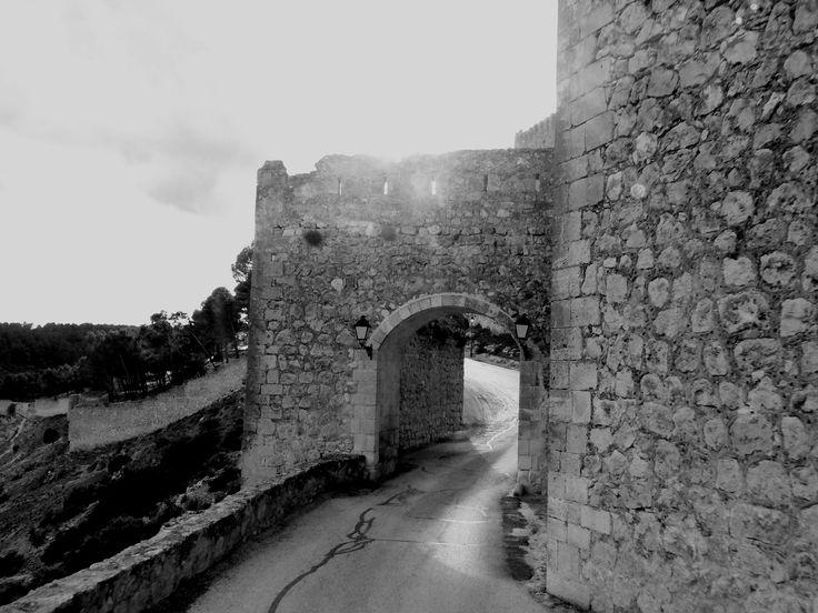 Puerta del campo. Construida en mampostería era defendida por la Torre del Campo.