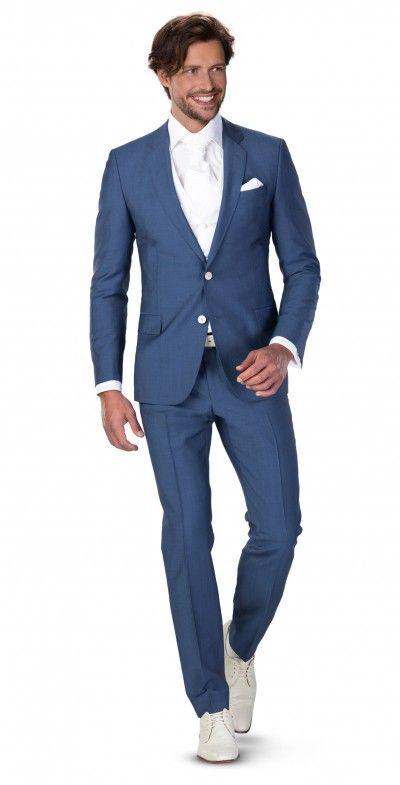 2-delig slank gesneden pak dat ook goed na de bruiloft is door te dragen. Mooie kleur blauw!