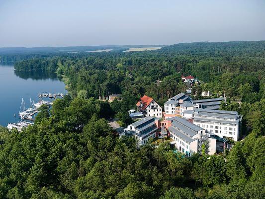 In Bad Saarow finden Sie dieses schöne Resort und Spa, Hotel Esplanade. Ob Urlaub oder Betriebsveranstaltung, private Feier, Gala oder Hochzeit, hier ist alles möglich, Indoor wie Outdoor. Firmenincentives können hier auch mit Freizeit- und Sportaktivitäten kombiniert werden.