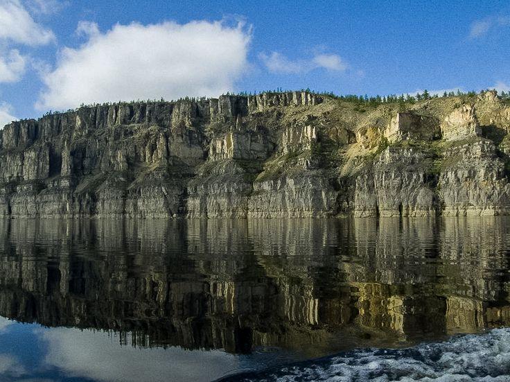"""Река """"Котуйкан"""" берёт начало на Анабарском плато и пересекает его с юго-востока на северо-запад. Анабарское плато расположено в северо-восточной части Средне-Сибирского плоскогорья. Эта территория входит в состав Таймырского района Красноярского края и Якутии."""