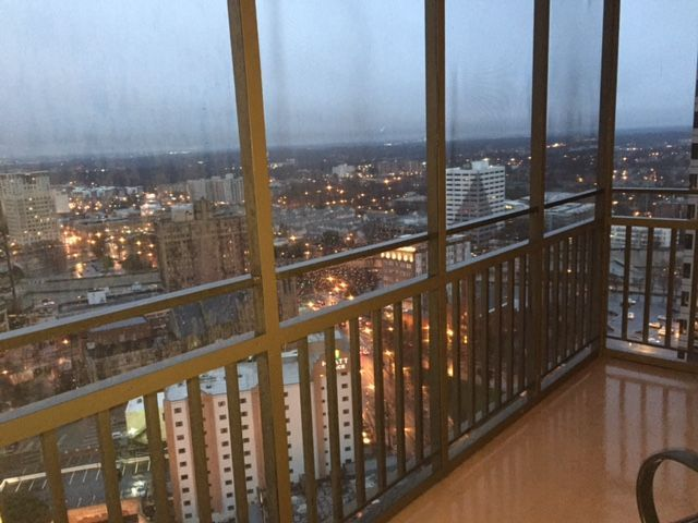 This Top Floor Non Smoking Penthouse Is A One Bedroom Condo With A Spacious  Living Room And Full Kitchen.