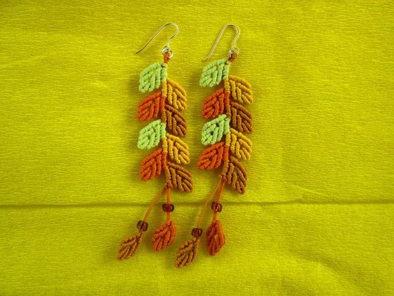 Macrame earrings autumn leaves por TheCraftyMargie en Etsy
