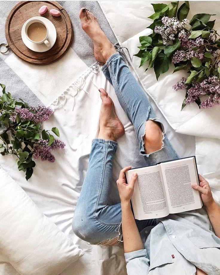 94 отметок «Нравится», 5 комментариев — I Love Flatlay (@iloveflatlay) в Instagram: «Доброе утро, друзья✌️ Ищите вдохновение вокруг себя✨ Фото @katerina.myshkina»