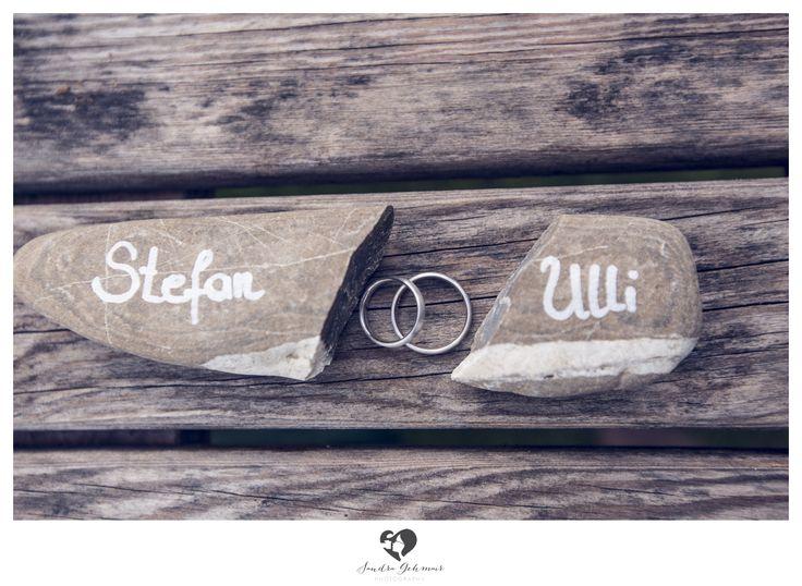 #ring #weddingring #wedding #groom #bride #braut #bräutigam #geschenk #present #love #forever #fuerimmer #engagement #engagementring #verlobung #verlobungsring #silver #gold #weddinghour #wood #holz #maserung