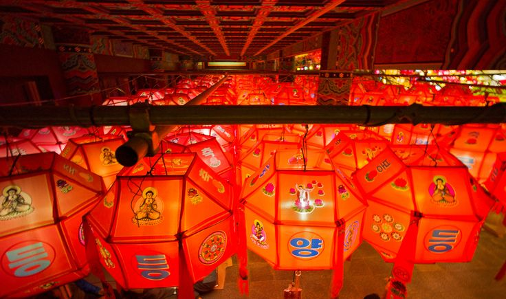 "https://flic.kr/p/u7jvir | Lantern Vertigo | Leica M9p Voigtlander 15mm 4.5 II  A view of a room chamber from above inside the Samgwang Temple, Busan.  <a href=""http://www.mattmacdonaldphoto.com"" rel=""nofollow"">www.mattmacdonaldphoto.com</a>"