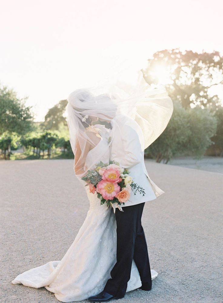 #veils  Photography: Jen Huang Photography - jenhuangphotography.com  Read More: http://www.stylemepretty.com/2014/09/08/modern-tuscan-inspired-wedding-with-pops-of-color/