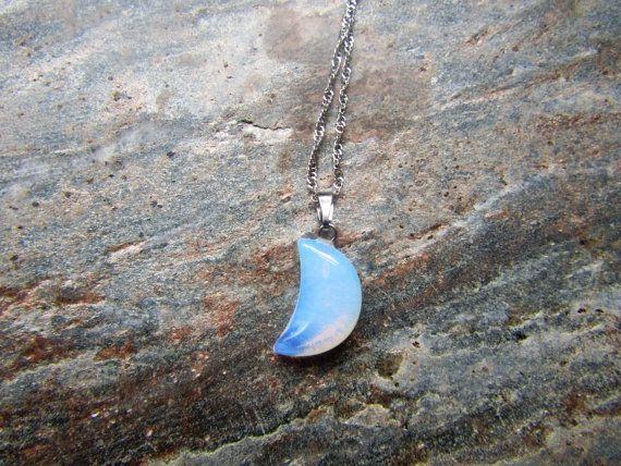 Opalit Crescent Moon Halskette, Mond Halskette, Opal Anhänger, Mond Schmuck, minimalistischen Halskette, Geschenk für sie, Mondsichel, Opalit