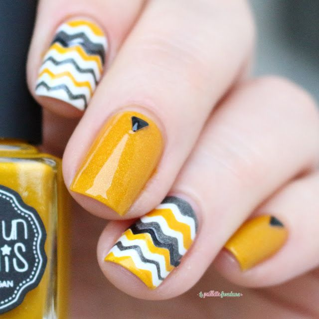 IEUV #hellosunshine - white grey and yellow chevron nail art
