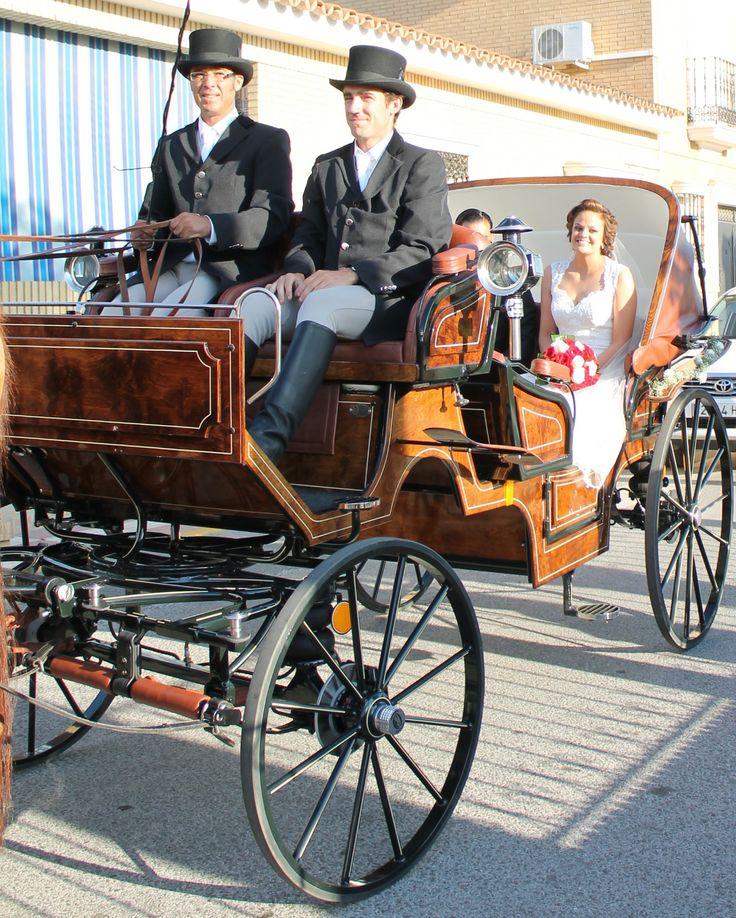 boda en Escacena del campo, con nuestro carruaje color avellana, asientos en piel .