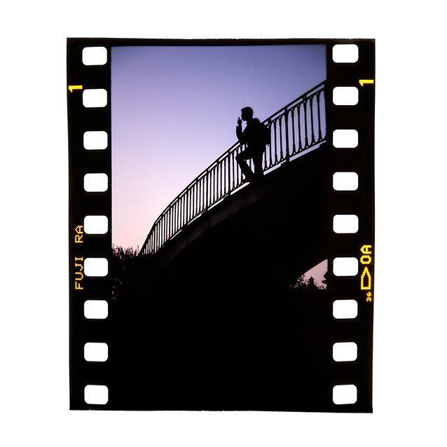 """Humo Sobre el Puente - La verdad es que casi no subo esta fotografía (que ya tiene unos años) por no caer en """"Apología del Tabaquismo"""" ¿Que queréis que os diga? Nunca me ha gustado el tabaco ni como idea ni como vicio. ¿Porque será que un fumador en un puente se ve reflexivo, y si le quitas el cigarro se ve... - http://www.fotografoprofesionalbogota.co/singles/humo-sobre-el-puente/"""