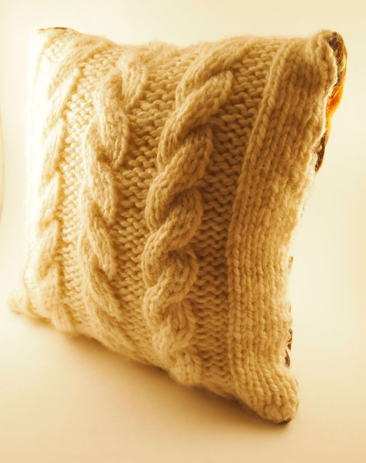 17 Best images about coussin on Pinterest Cable, Free pattern and Old sweater