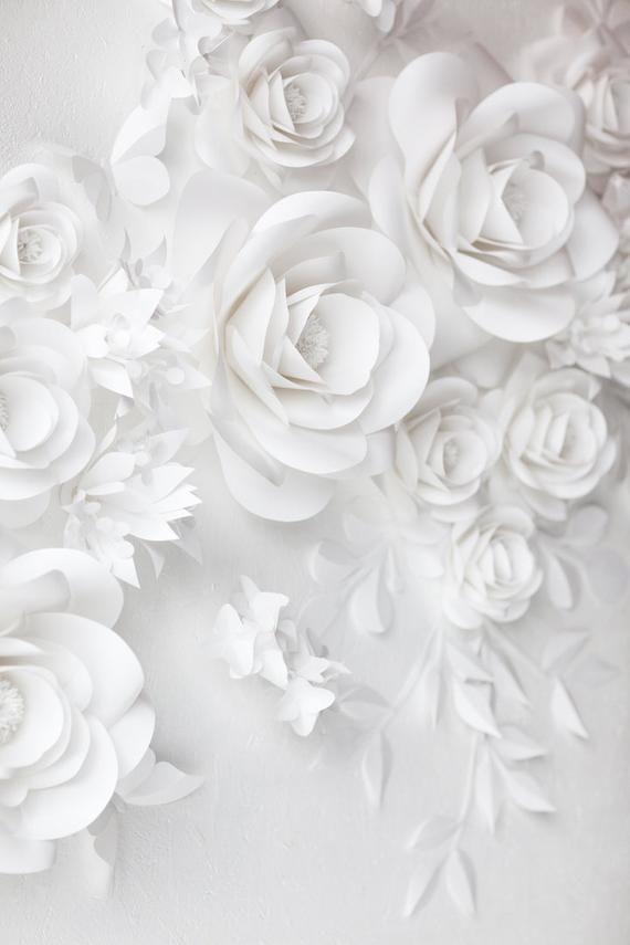 350 White Wedding Paper Flower Decor White Paper Flowers This Paper Flower Set Of 24 Unique La In 2020 Paper Flowers Wedding Paper Flowers Paper Flower Wall Decor