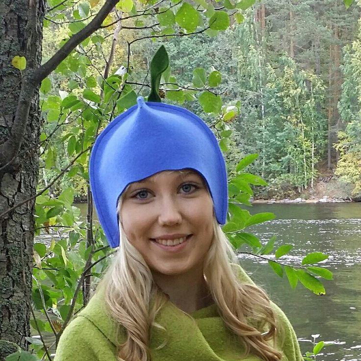 Mustikka-malli. Saunahattua käyttämällä hiukset ja päänahka voi hyvin. Blueberry-model. Leeni Finland hats are colourful, 100% design felt, machine washable, unique hats. #leenifinland #sauna #blueberry