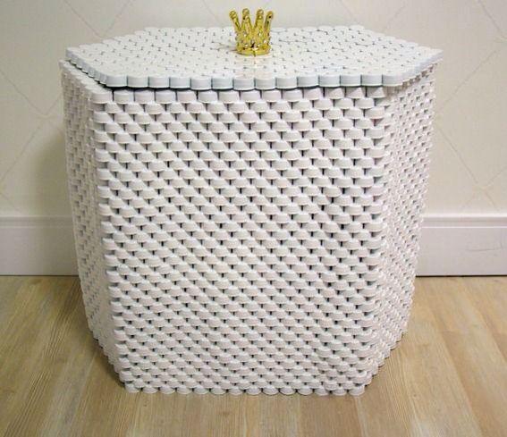 Reciclar é preciso! Você só vai precisar de tampinhas de garrafa pet, cola quente.