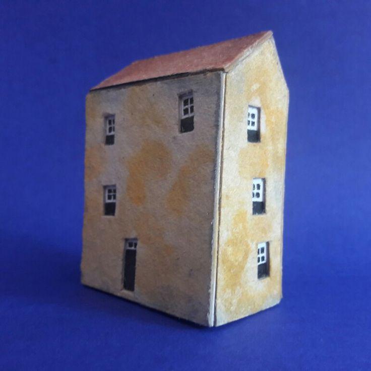 Casinha de papelão. Amauri Ferreira